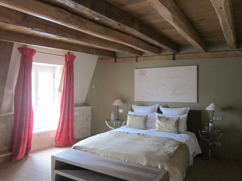 Emejing Chambre Taupe Et Rouge Photos - lalawgroup.us - lalawgroup.us